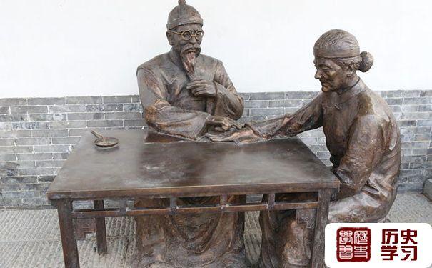 古代看诊的铜像